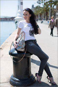 Barcelona yacht harbour – casual fashion outfit with high heels - Barcelona, Spain - Benetton Tshirt, Versace Jeans, rhinestone high heels, Michael Kors bag