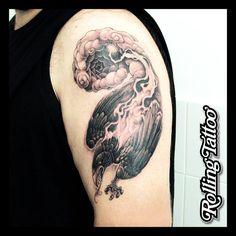 TATUAJE DE CUERVO | Ilustración y tatuaje realizados por Javier Jiménez, tatuador e ilustrador en Rolling Tattoo Studio (Fuengirola) | RAVEN TATTOO | Illustration & Tattoo made by Javier Jiménez, tattooist & illustrator in Rolling Tattoo Studio (Fuengirola, Málaga, Spain). | #raventattoo #raven #cuervo #tatuaje #tattoo #darktattoo