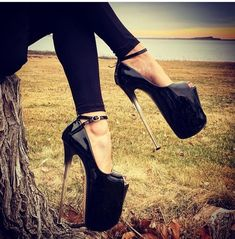 Imagine wearing extreme high heels like these and trying to pose in them. Extreme High Heels, Super High Heels, Hot High Heels, High Heels Stilettos, High Heel Boots, Wedge High Heels, Shoes Heels, Roxy, Fashion Heels