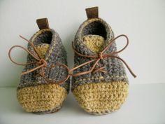 crocheted baby shoes  : à déclienr en plus grande taille ! (couleurs et lacet en cuir)