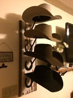For those of you who need some hat rack ideas more than anyone, I believe you are in love with caps and hats. You must be one of those hats and caps collector . Find and save ideas about Hat racks, Hat hanger, Diy hat rack in this article. Western Bedroom Decor, Western Rooms, Western Bathrooms, Cowgirl Bedroom, Country Western Decor, Western Kitchen Decor, Western Crafts, Cowboy Hat Rack, Diy Hat Rack