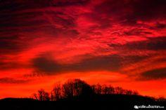 Bochorno y cielos rojizos hoy en Elizondo.