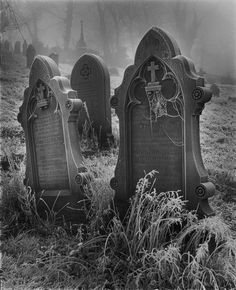Andrew Sanderson explains the thinking behind his Gothic image taken in a graveyard and talks about some of the things that have influenced his work Cemetery Statues, Cemetery Headstones, Old Cemeteries, Cemetery Art, Angel Statues, Graveyards, Cemetery Monuments, Rabe Tattoo, Gothic Images