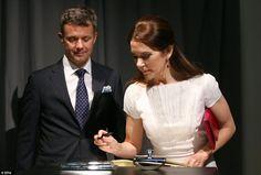 ru_royalty: Официальный визит кронпары Дании в Германию, день 1: Гамбург, ужин