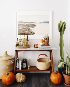 Fall home decor - Western bar cart with baskets, indoor plants and pumpkins. Fall Home Decor, Autumn Home, Cheap Home Decor, Bar Cart Styling, Bar Cart Decor, Western Bar, Western Decor, Western Style, Home Bar Areas