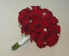 Bouquet rojo pasión con cristales, Promocion de Lluvia de Petalos sobre Ramos, Tocados y Accesorios en Buenos Aires - Casamientos Online