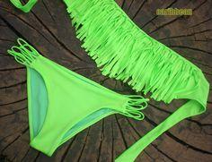 VESTIDO DE BANO CARIBBEAN Bikiny con top de flecos muy actual de color neon. panty con tiras ideal para una piel bronceada