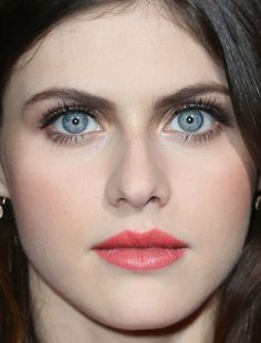 Close-up of Alexandra Daddario at the 2016 premiere of 'The Choice'. Most Beautiful Eyes, Beautiful Women, Beautiful Pictures, Alexandra Anna Daddario, Alexandra Daddario Baywatch, Mädchen In Bikinis, Celebrity Beauty, Pretty Eyes, Beautiful Celebrities