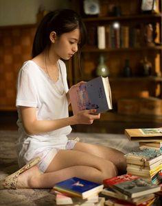 cute girls, guitar, camera, etc. Beautiful Japanese Girl, Beautiful Asian Women, Cute Asian Girls, Cute Girls, Cute Girl Poses, Kawai Japan, Girl Reading, Cosplay, Japan Girl
