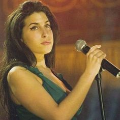 Amy performing during The MasterCard Princeless Evening, Wednesday 17 november 2004  / #amywinehouse