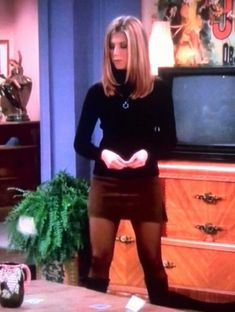 "Rachel Green, Jennifer Anniston fashion Actually I detested her for years because everyone ""had to"" wear the pin-straight hair style. Rachel Green Outfits, Estilo Rachel Green, Rachel Green Style, Rachel Green Fashion, Rachel Green Hair, Jennifer Aniston 90s, Jennifer Aniston Friends, Fashion 90s, Fashion Models"