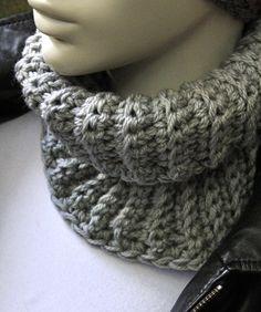 """50% OFF until Oct 26th, 2014. Soft wool from Italy. Handmade snood for women. H 20cm x W 23cm (8""""x9"""") . Douce laine provenant du Pérou. Foulard infini fait à la main pour femmes. www.zaknit.com 9$"""