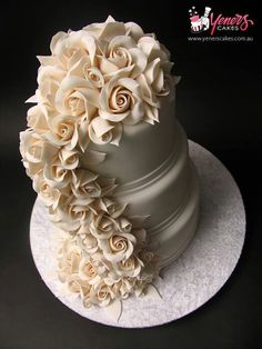 Wedding Cake xoxoxo
