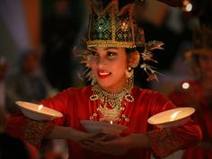 dancing fashion plate with the typical desert west sumatra ~ Tourist Sites and Cultural Attractions