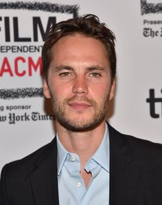 Taylor Kitsch Makes a Ridiculously Handsome Red Carpet Appearance