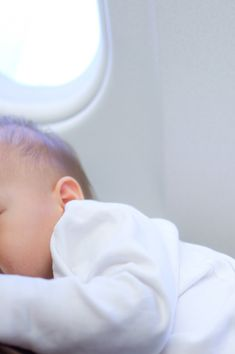 Mom gets kicked off plane for breastfeeding; what you need to know