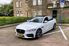 Reserveer nu onze super chique Jaguar XF-R sport trouwauto in heel Nederland.
