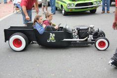 Resultado de imagem para wheelbarrow go-kart rat rods Rat Rods, Rat Rod Cars, Pedal Cars, Kart Cross, Homemade Go Kart, Kids Wagon, Go Kart Plans, Radio Flyer Wagons, Diy Go Kart