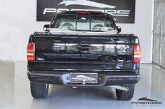 Dodge Dakota 5.2 R/T 2000 . Pastore Car Collection Dodge Dakota R/T (road and track, estrada e pista) 5.2 V8 2000/2000, versão Cabine Estendida Motor Dianteiro, longitudinal, 5.2 litros, 8 cilindros em V a 90º; bloco e cabeçote de ferro fundido, comando no bloco; gasolina. Potência de 232CV a 4.400rpm e torque de 40kgfm a 3.200rpm A versão R/T, a mais esportiva, tem banco dianteiro bipartido com apoio de braço central rebatível, acionamento elétrico para v... Dodge Dakota, Pista, Motor, Aluminum Wheels, Cast Iron, High Road, Cars, Cabin