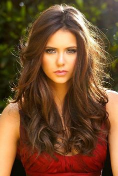 40 Classic Hair Color Ideas For Brunettes - Nina Dobrev Pretty Hairstyles, Wig Hairstyles, Thick Hairstyles, Long Hairstyles With Layers, Hairstyles 2016, Curly Hairstyle, Chestnut Brown Hair, Chestnut Highlights, Caramel Highlights