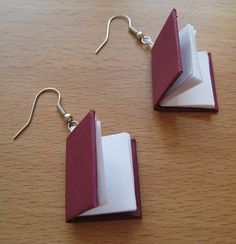 Are these not THE cutest earrings ever???? Even if you're not a bookworm, ya gotta love 'em!