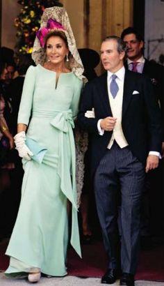 Valentino diseñó el vestido de madrina de Naty Abascal.