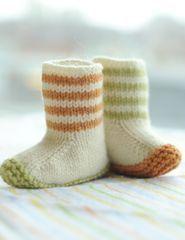 Şiş ile işlenilmiş örgü çocuk çorap