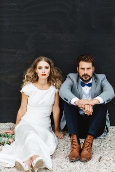 Heiraten 2016 | Friedatheres.com ISABELLE Romantisches Brautkleid mit angeschnittenen Ärmelchen und Rundhalsausschnitt. Besonderes Highlight ist der freie Rücken und die gebundene Schleife. Für die klare Linie wird auf den Tüll verzichtet, so entsteht eine zauberhafte Silhouette. Komplett gefüttert.