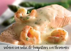 Salmón con salsa de langostinos con Thermomix Salmon En Salsa, Pescado Salmon, Tapas, Mashed Potatoes, Chicken, Breakfast, Ethnic Recipes, Food, Salads