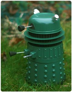 This inspires me to make a dalek oscillating sprinkler! Diy Craft Projects, Diy Crafts, Compost Bucket, Monster Decorations, Star Wars Love, Dalek, Dr Who, Tardis, Doctor Who