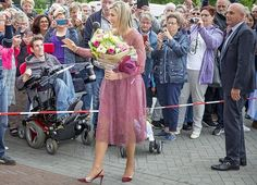 Queen Maxima announces the start of the 12th edition of Neighbours Day (Burendag) on June 13, in Drenthe Nieuw-Buinen. Burendag gives neighbours the opportunity to get to know each other and to join forces to tackle local issues, which ultimately results in a safer, more friendly neighbourhood. This year's Burendag is being held on Saturday 23rd September. The Queen wore a new Natan dress.