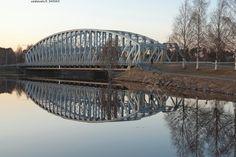 Rautasilta yli tyynen joen - Oulu, Tuira Oulujoki