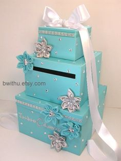 Card Box. My sister and i could make this. Just not with the tacky flowers! -M