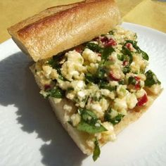 Ein sommerlich leckerer Dip, der auch als Brotaufstrich und im Fleisch als Cordon bleu oder einfach mit Gemüse schmeckt.