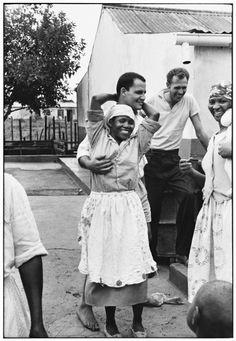 Whites and blacks mingling in Riverside. Photograph by Ernest Cole Us History, History Facts, Black History, Zimbabwe History, Africa People, Old Photos, South Africa, Documentaries, Apartheid
