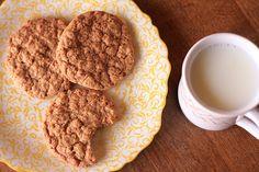 Crispy Oatmeal Cookies (Grandma's Recipe) - Dulcedo  http://dulcedoblog.blogspot.com/2015/05/grandmas-oatmeal-cookies.html#more