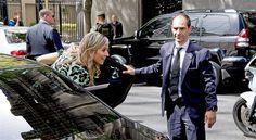 BUENOS AIRES - Koningin Máxima staat op voorsprong in het spel van kat en muis dat zich rond haar bezoeken aan geboortestad Buenos Aires altijd ontspint met de paparazzi. Die willen liefst elke stap die ze zet vastleggen, en bladen trekken graag de portemonnee voor tips over verblijf in een restaurant, winkel of gewoon op... (Lees verder…)