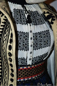 Romanian traditional clothing. Adina Nanu collection Folk Costume, Costumes, Traditional Outfits, Textiles, Blouse, Inspiration, Collection, Fashion, Folklore