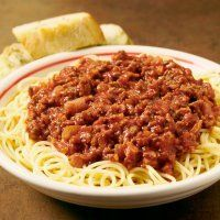 Classic Spaghetti and Meat Sauce Recipe Zesty Italian Chicken, Italian Chicken Dishes, Spaghetti Bolognaise, Turkish Recipes, Ethnic Recipes, Spaghetti Meat Sauce, Egyptian Food, Meat Sauce Recipes, Pizza
