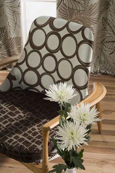 Sillones estilo nórdico años 60 tapizados con tejido jacquard de Scenes by Vanico.