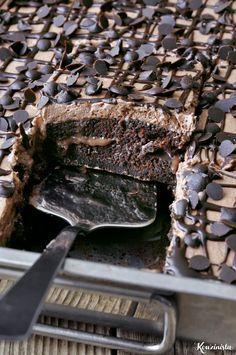 Τρυπάτο σοκολατένιο κέικ ψυγείου / Chocolate poke cake Greek Sweets, Greek Desserts, Summer Desserts, Chocolate Bonbon, Chocolate Sweets, Sweets Cake, Cupcake Cakes, Sweets Recipes, Cake Recipes