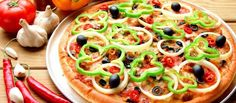 How To Make Easy Pizza At Home? Just see our video website and start making awesome pizza at home like the restaurant. it has pizza making the video tutorial. Vegetarian Pizza, Healthy Pizza, Vegetarian Recipes, Spicy Pizza, Healthy Food, Protein Pizza, Healthy Eating, Pizza Vegetariana, Pizza Rica