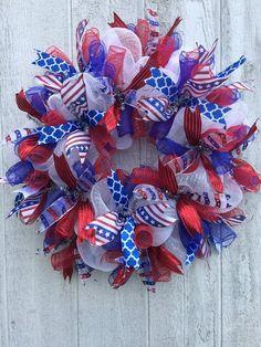 Patriotic Wreath, Patriotic Crafts, Patriotic Party, Wreath Crafts, Diy Wreath, Wreath Ideas, Wreath Making, 4th Of July Decorations, 4th Of July Wreaths