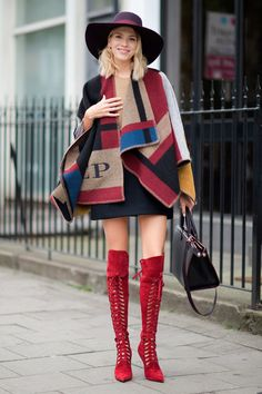 Cheap shawl sleeves, Buy Quality shawls for evening gowns directly from China sweater shawl wrap Suppliers: 2015 Oversized Sweater Olivia Palermo Runway Catwalk Street Snap Knitted Cardigan Plaid Cape Poncho Shawls Women Lady Pashmina Fashion 2018, Fashion Week, Fashion Outfits, Womens Fashion, London Fashion, Fashion Studio, Street Fashion, Fall Outfits, Luxury Fashion