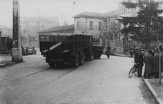 Incidente dietro la Caserma Ottaviani - 1953 http://www.bresciavintage.it/brescia-antica/fotografie-d-autore/incidente-dietro-la-caserma-ottaviani-1953/