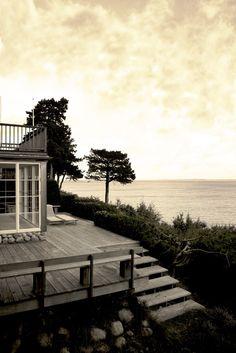 Une maison scandinave inspirée par le minimalisme japonais sur @decocrush - www.decocrush.fr #style #nordic #cabin #sea #seashore #home #scandi