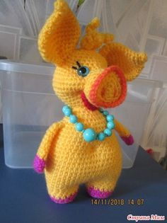 We have put together the most beautiful amigurumi knitting toy models.Beautiful amigurumi knitting patterns that you can enjoy with pleasure. Crochet Giraffe Pattern, Crochet Pig, Crochet Amigurumi, Crochet Animal Patterns, Stuffed Animal Patterns, Amigurumi Patterns, Cute Crochet, Amigurumi Doll, Crochet Animals