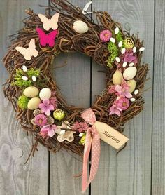 Pin by Nikola Bugnova on Easter Valentine Crafts, Easter Crafts, Holiday Crafts, Acorn Crafts, Country Wreaths, Decoupage Box, Easter Wreaths, Diy Wreath, Spring Crafts
