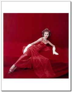 Suzy Parker wearing Givenchy, photo by Milton Greene, 1953 Vintage Glamour, Vintage Beauty, Vintage Fashion, Fifties Fashion, Classic Fashion, Vintage Vogue, Fashion Photo, Fashion Models, Dorian Leigh