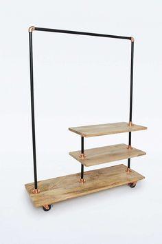 Kleiderständer aus Eisen und Holz